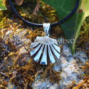 Saint James way scallop shell pendant silver